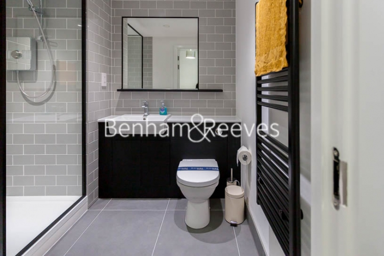 Studio flat to rent in Beaufort Square,Colindale , NW9-image 3