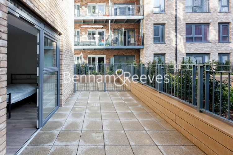 Studio flat to rent in Beaufort Square,Colindale , NW9-image 4