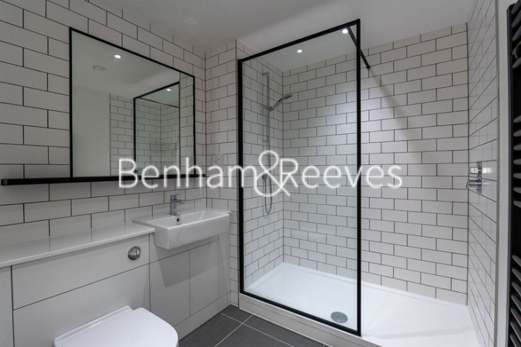 Studio flat to rent in Beaufort Park,Colindale,NW9-image 4