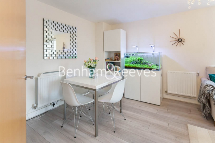 2 bedroom(s) flat to rent in Charcot Road, Colindale , NW9-image 3
