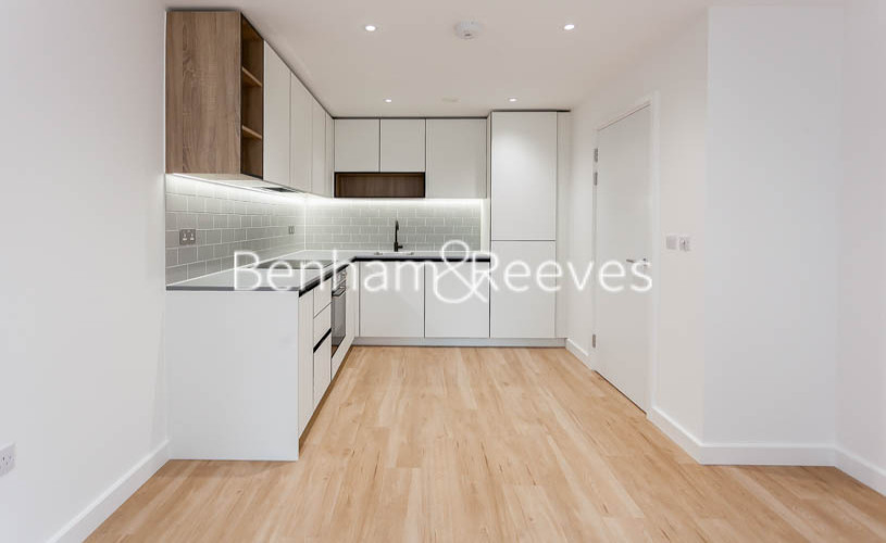 1 bedroom(s) flat to rent in Beaufort Park,Colindale,NW9-image 2