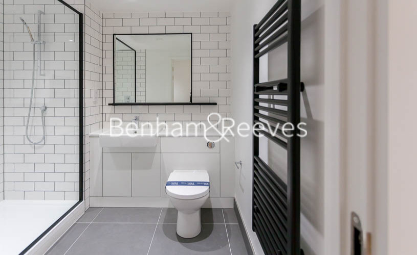 1 bedroom(s) flat to rent in Beaufort Park,Colindale,NW9-image 4