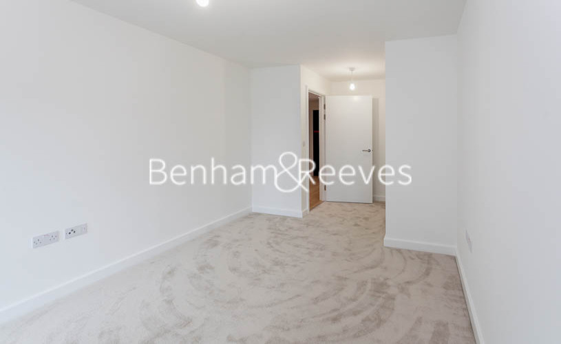 1 bedroom(s) flat to rent in Beaufort Park,Colindale,NW9-image 5