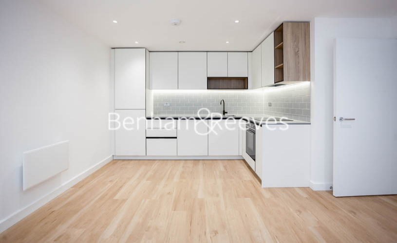 1 bedroom(s) flat to rent in Beaufort Square,Colindale NW9-image 2