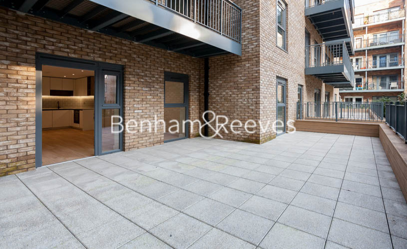 1 bedroom(s) flat to rent in Beaufort Square,Colindale NW9-image 5