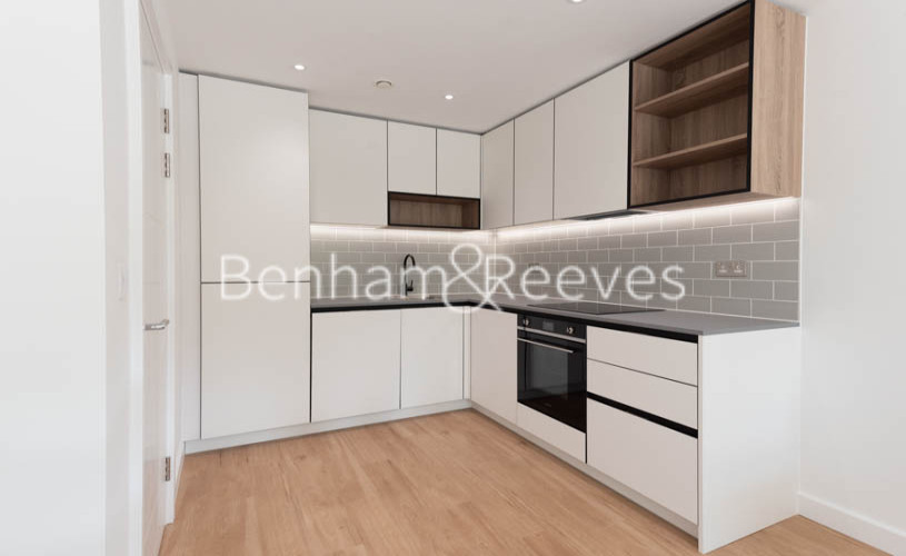 1 bedroom(s) flat to rent in Beaufort Square , Colindale ,NW9-image 2