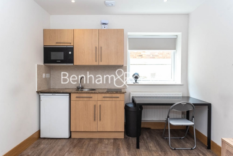 Studio flat to rent in Patton Studios, Colindale, NW9-image 1