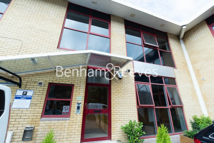 Studio flat to rent in Patton Studios, Colindale, NW9-image 4