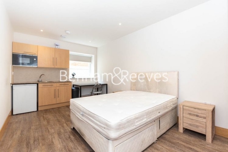 Studio flat to rent in Patton Studios, Colindale, NW9-image 6