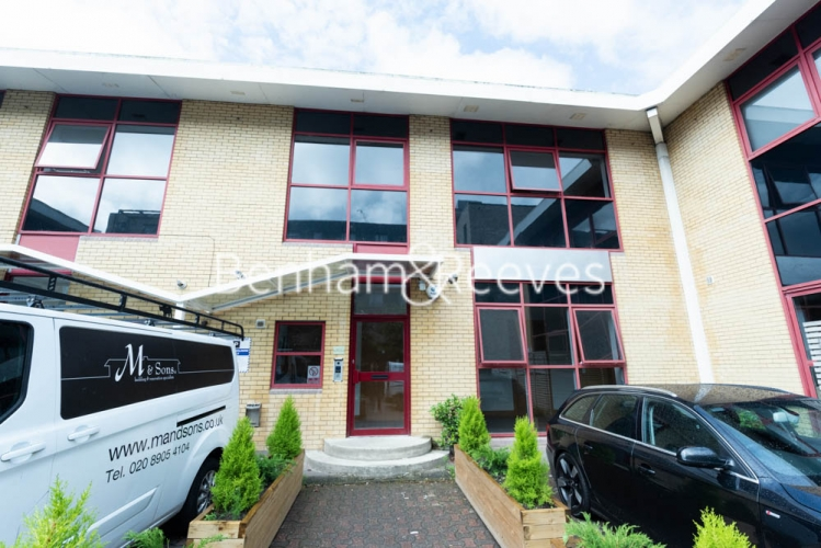 Studio flat to rent in Patton Studios, Colindale, NW9-image 8