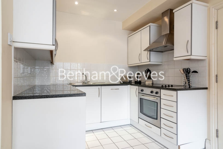 1 bedroom(s) flat to rent in West Smithfield, Farringdon, EC1-image 2