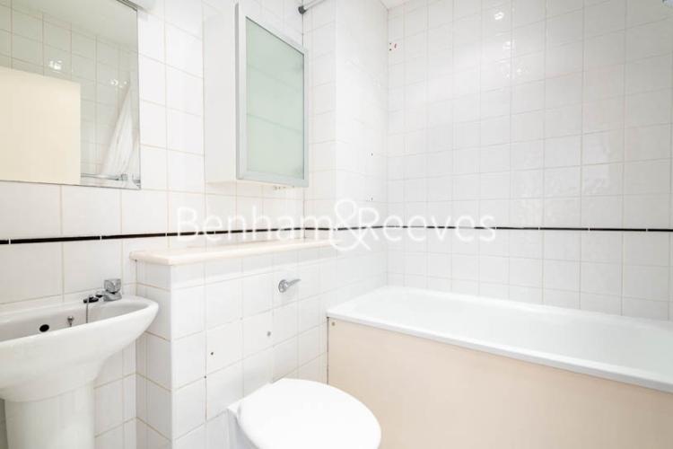 1 bedroom(s) flat to rent in West Smithfield, Farringdon, EC1-image 4