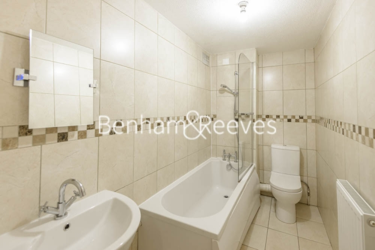 2 bedroom(s) flat to rent in Shire House, Lamb's Passage EC1-image 3