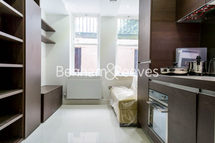 Studio flat to rent in Judd Street, City, WC1H-image 1