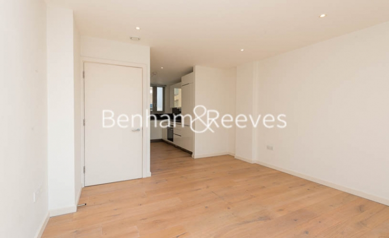 1 bedroom(s) flat to rent in Trematon Building, Regents Quarter, Trematon Walk, N1-image 1