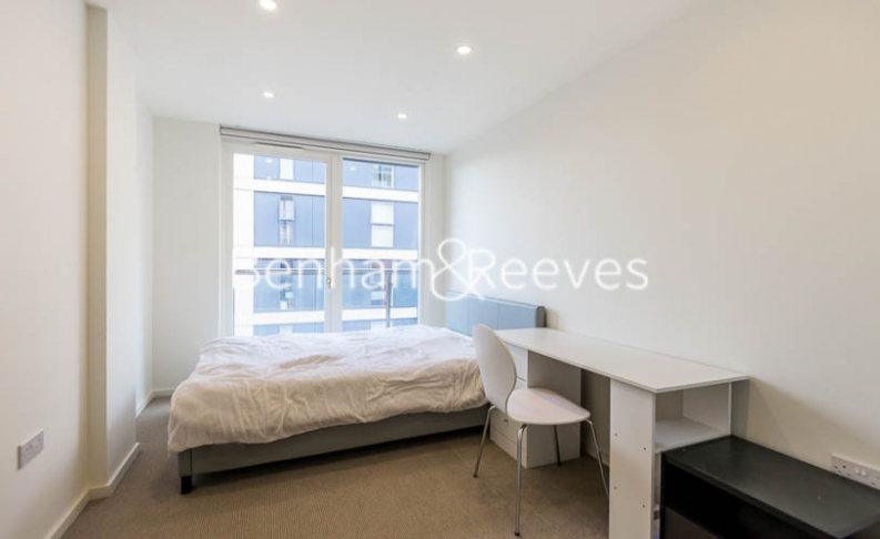 3 bedroom(s) flat to rent in Worcester Point, Clerkenwell Quarter, Seward Street, EC1V-image 3