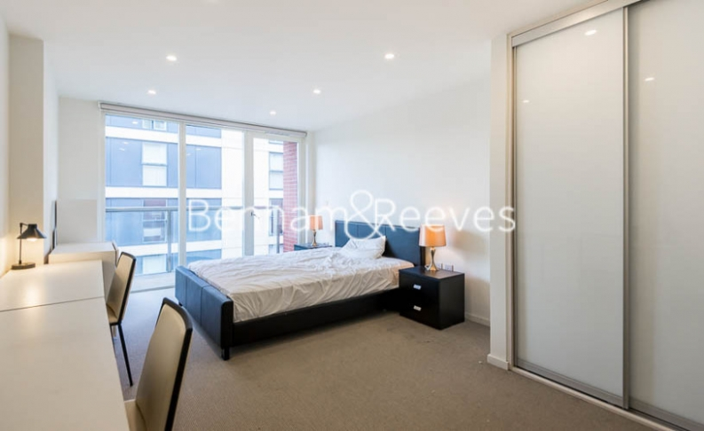 3 bedroom(s) flat to rent in Worcester Point, Clerkenwell Quarter, Seward Street, EC1V-image 7