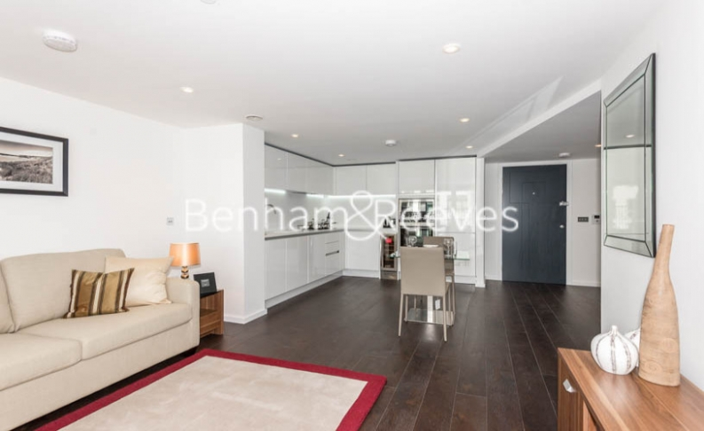 Studio flat to rent in City Road, Old Street, EC1V-image 1
