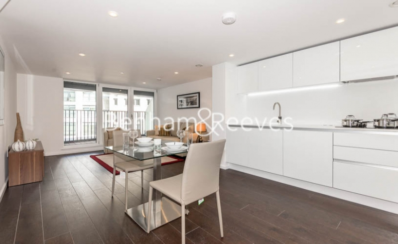 Studio flat to rent in City Road, Old Street, EC1V-image 2
