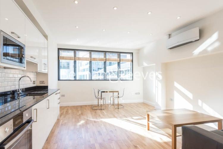Studio flat to rent in Fleet Street, Blackfriars, EC4-image 1