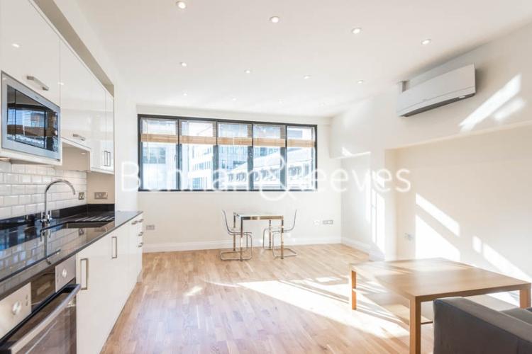 Studio flat to rent in Fleet Street, City, EC4A-image 1