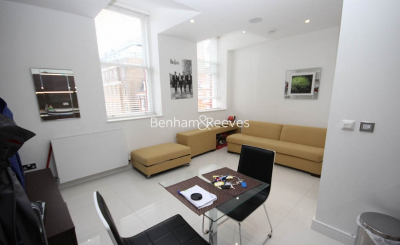Studio flat to rent in Albany House, Judd Street, WC1H-image 1
