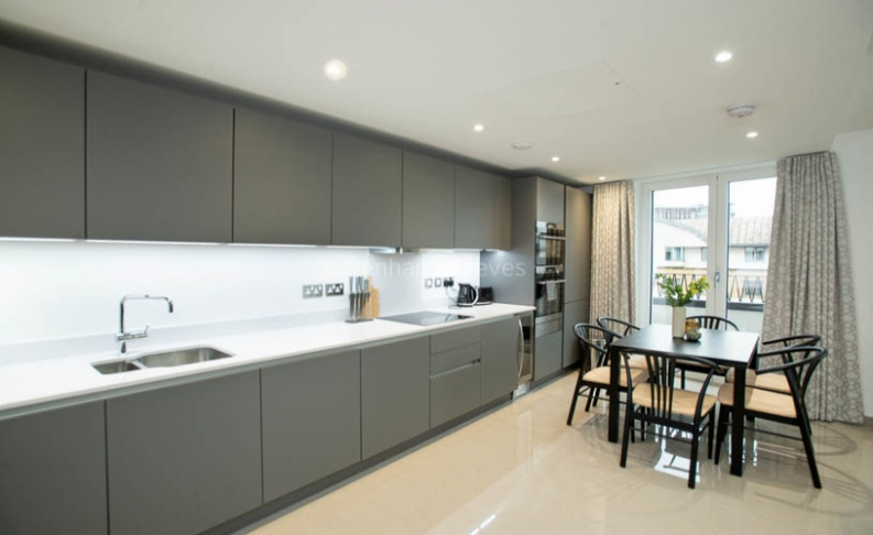 3 bedroom(s) flat to rent in Delphini Apartments, Blackfriars Circus, SE1-image 4