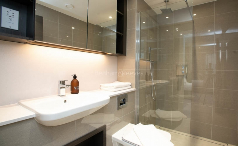 3 bedroom(s) flat to rent in Delphini Apartments, Blackfriars Circus, SE1-image 10