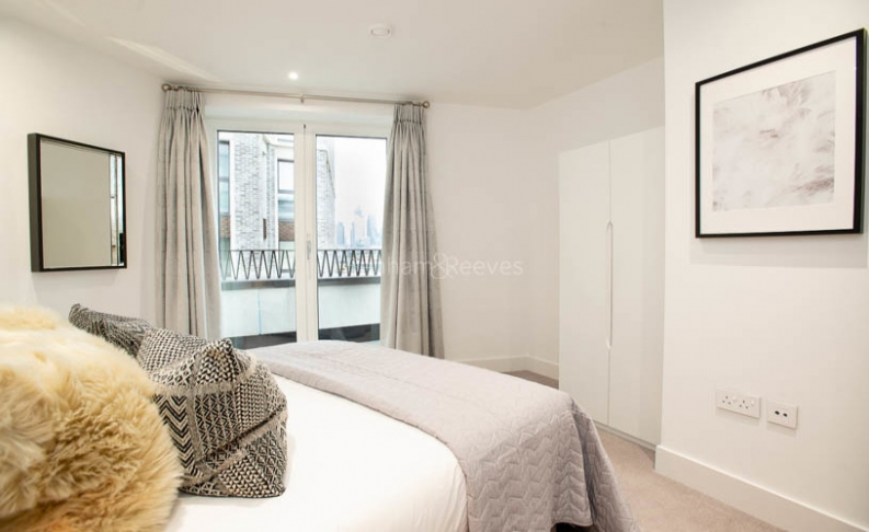 3 bedroom(s) flat to rent in Delphini Apartments, Blackfriars Circus, SE1-image 11