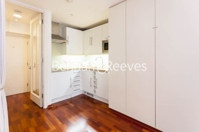 Studio flat to rent in Aria House, Craven Street, WC2N-image 2