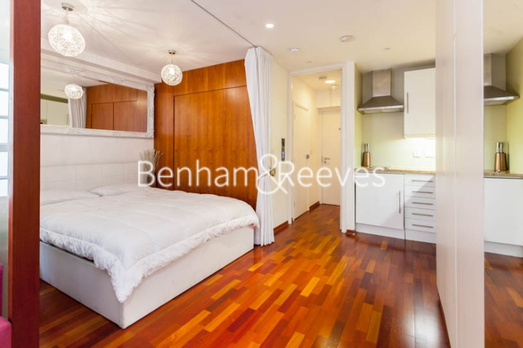 Studio flat to rent in Aria House, Craven Street, WC2N-image 4