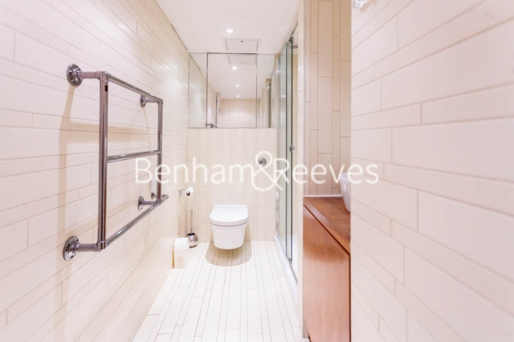 Studio flat to rent in Aria House, Craven Street, WC2N-image 5