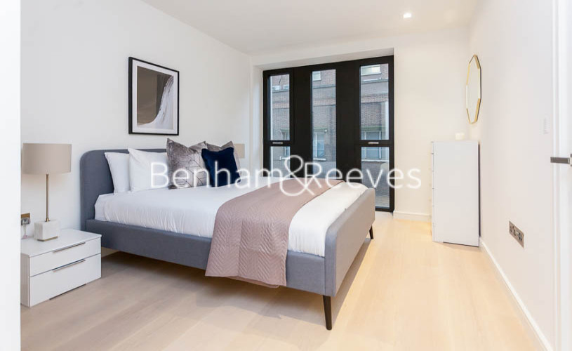 1 bedroom(s) flat to rent in Lincoln Square, Portugal Street, WC2A-image 4