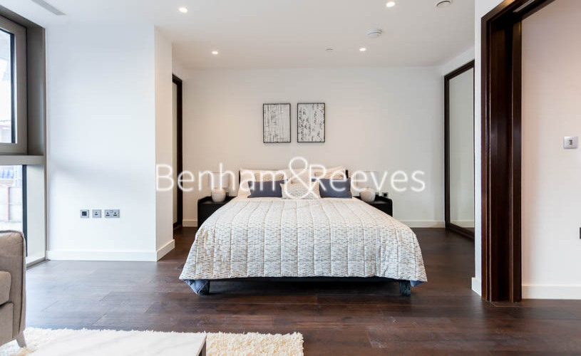 Studio flat to rent in Rosemary Building, Royal Mint Gardens, E1-image 3