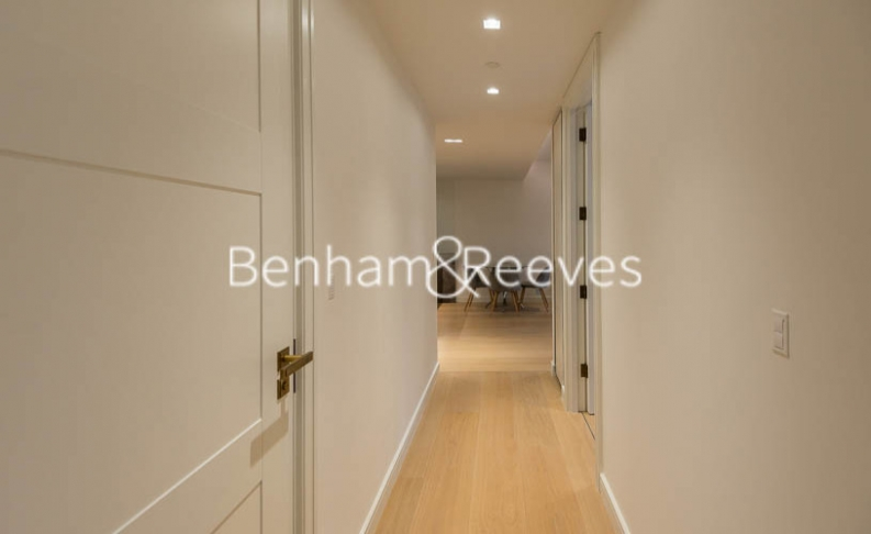 2 bedroom(s) flat to rent in Lincoln Square, Portugal Street, WC2A-image 4