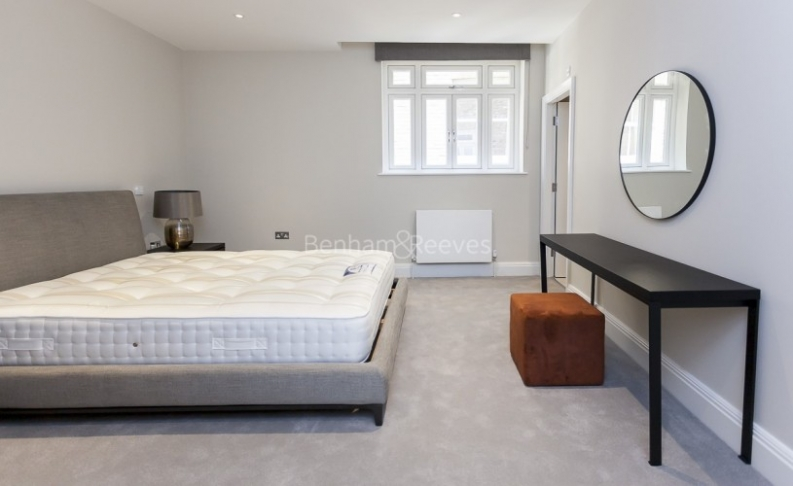 3 bedroom(s) flat to rent in Bell Yard, City, WC2A-image 18