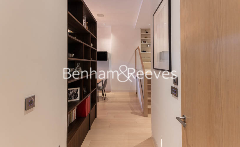 2 bedroom(s) flat to rent in Roman House, Barbican, EC2Y-image 11