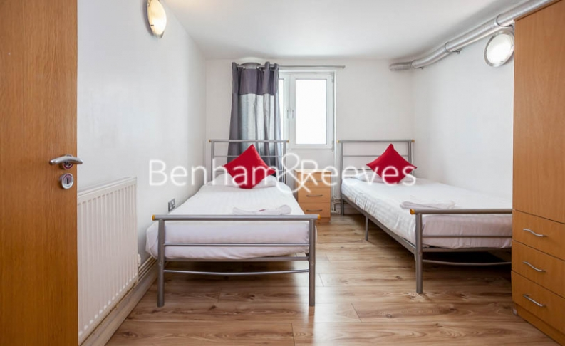 2 bedroom(s) flat to rent in Macclesfield Road, Finsbury, EC1V-image 3