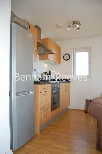 Studio flat to rent in Tarragon Court, Ilford, IG1-image 2