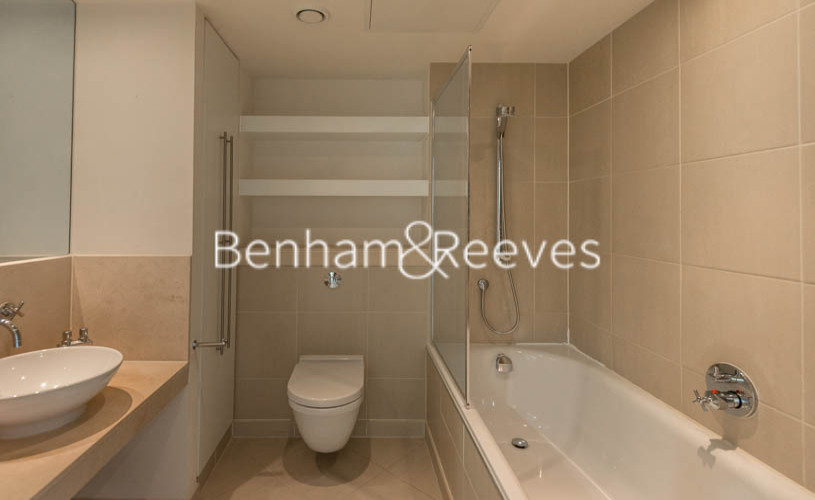 2 bedroom(s) flat to rent in Discovery Dock East, Canary Wharf, E14-image 4