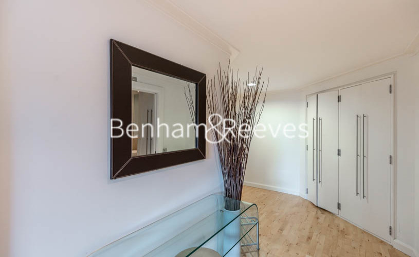 2 bedroom(s) flat to rent in Discovery Dock East, Canary Wharf, E14-image 5