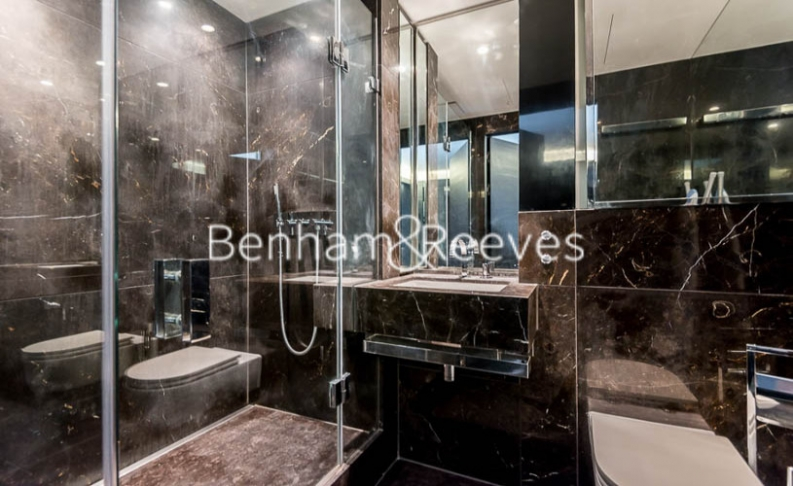 Studio flat to rent in Pan Peninsula Square, Canary Wharf, E14-image 3