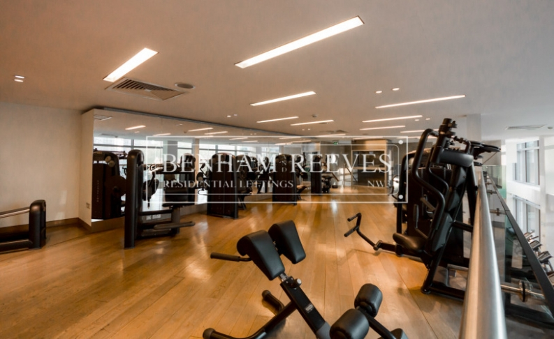 Studio flat to rent in Pan Peninsula Square, Canary Wharf, E14-image 9