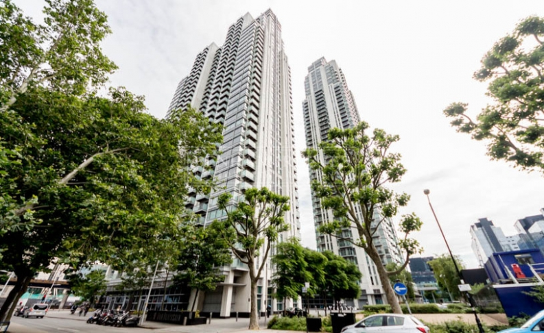 Studio flat to rent in Pan Peninsula Square, Canary Wharf, E14-image 11