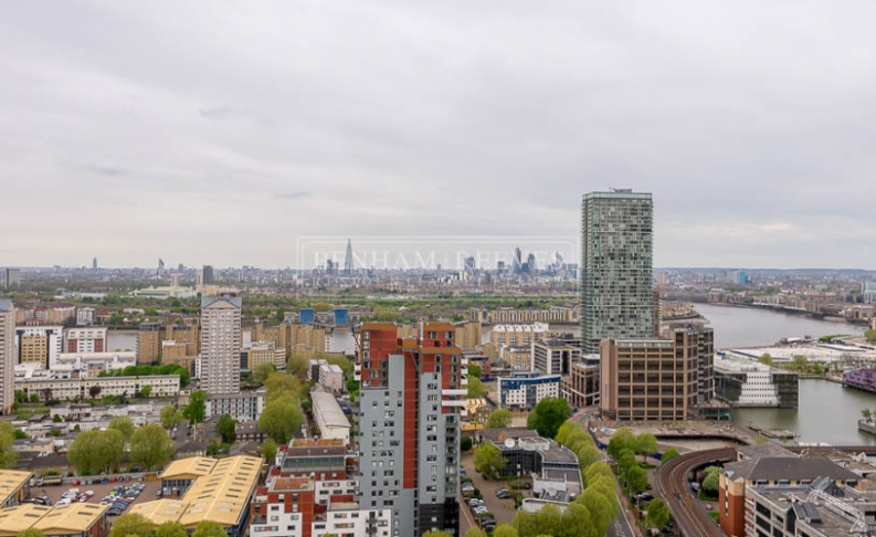 Studio flat to rent in Pan Peninsula Square, Canary Wharf, E14-image 12