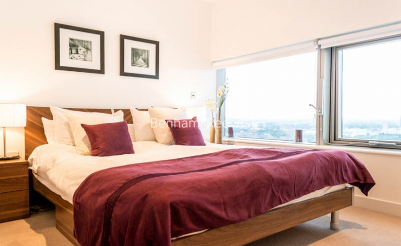 2 bedroom(s) flat to rent in Landmark West, Marsh Wall, E14-image 4