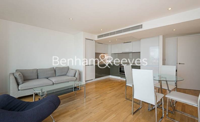 1 bedroom(s) flat to rent in Landmark East, Canary Wharf, E14-image 1
