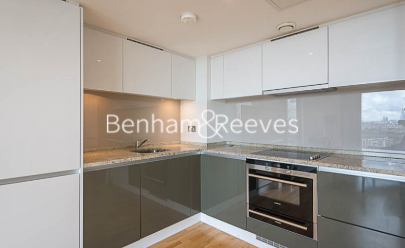 1 bedroom(s) flat to rent in Landmark East, Canary Wharf, E14-image 2