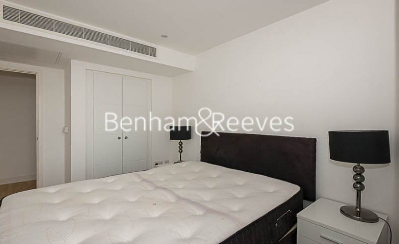 1 bedroom(s) flat to rent in Landmark East, Canary Wharf, E14-image 4