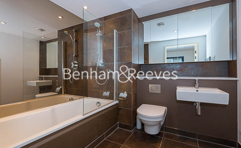 1 bedroom(s) flat to rent in Landmark East, Canary Wharf, E14-image 5